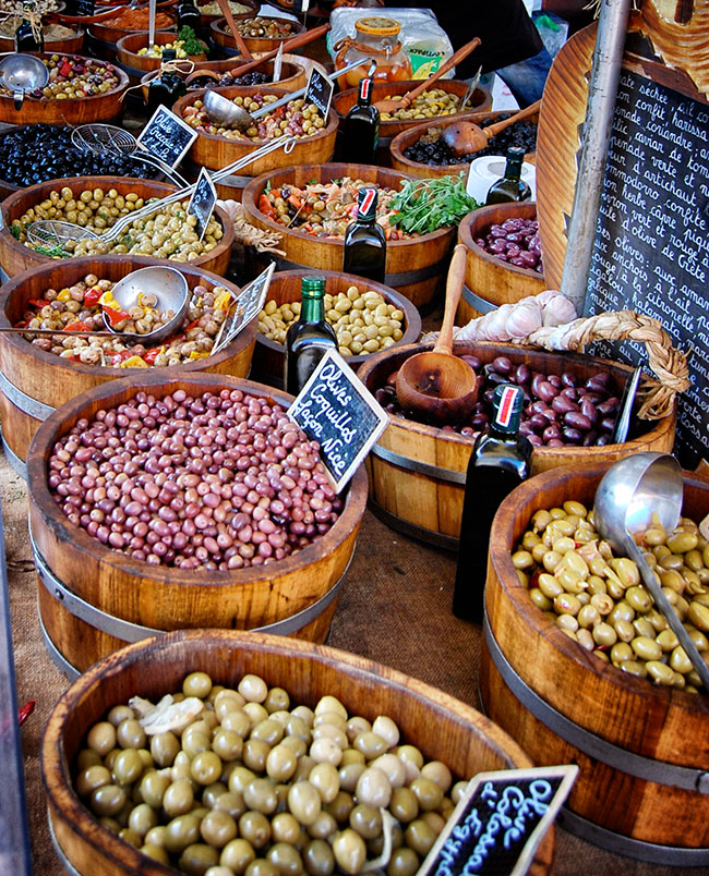 Beaune Saturday market - olives