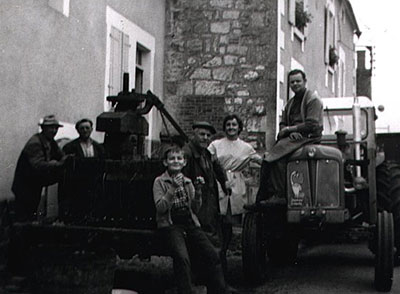 A mid-century vendages family portrait of the Dampt family from Milly, Chablis. Photo courtesy of Domaine Sébastien Dampt.